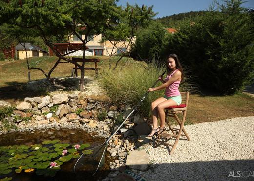 Anita Bellini - Pond Skimming - ALS Scan - Solo Sexy Gallery