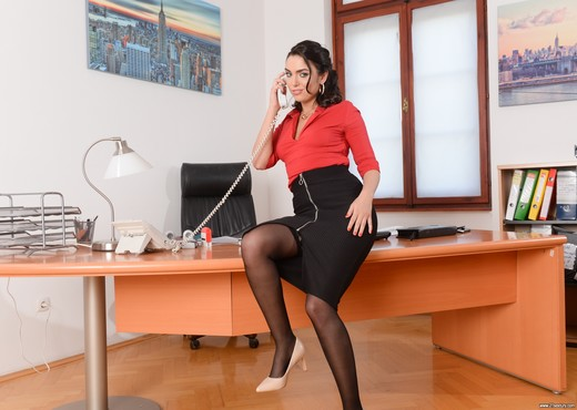 Geni Juice - Double Duty at the Office - 21Sextury - Hardcore Picture Gallery