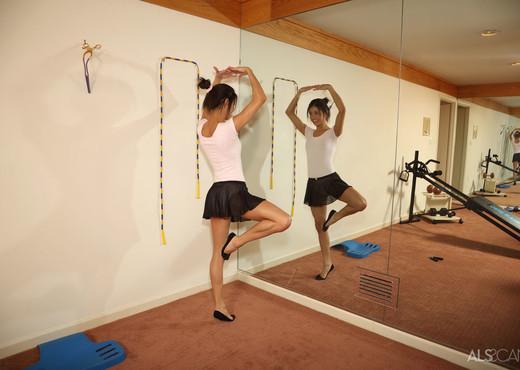 Veronica Rodriguez - Ballerina - ALS Scan - Solo Sexy Gallery