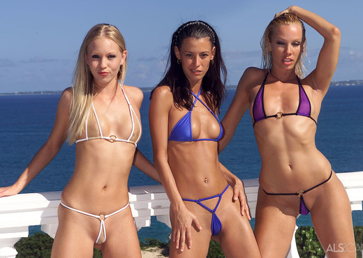 Amy Lee, Brea Bennett, Sandy - Amy Lee, Brea & Sandy - Lesbian Hot Gallery