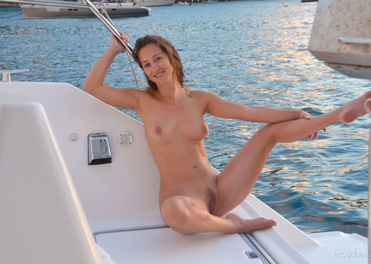 Sarka - Sailing Naturally - Erotic Beauty - Solo Sexy Photo Gallery