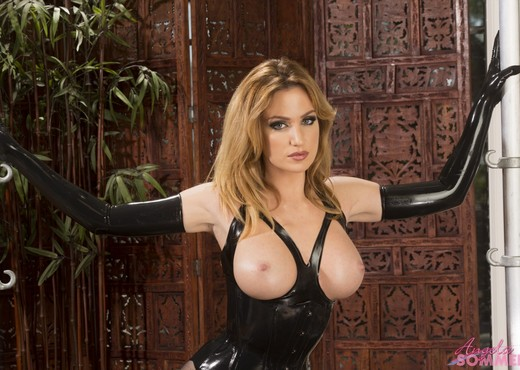 Angela Sommers - Latex Goddess - Solo HD Gallery