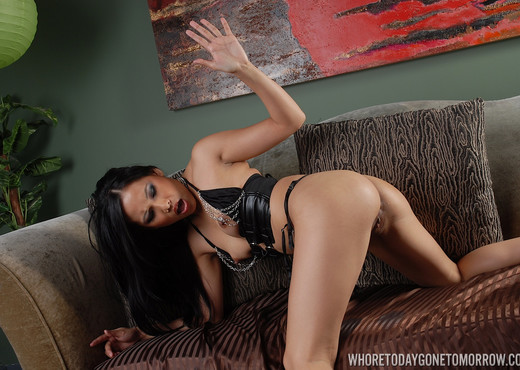 Veronica Lynn in Slippery When Wet - Asian Picture Gallery