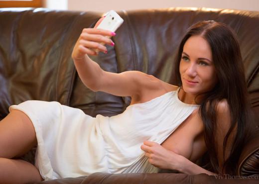 Chelsy Sun, Eveline Neill - Selfie - Viv Thomas - Lesbian Sexy Photo Gallery