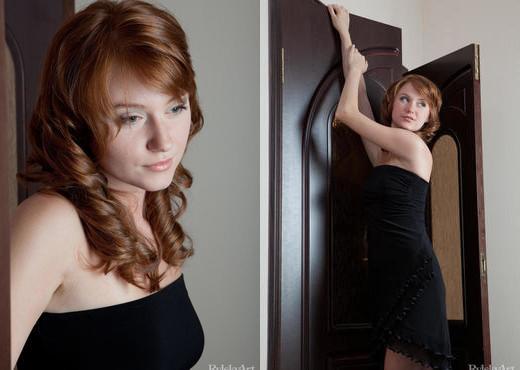 Nomi - Tulipo - Rylsky Art - Solo Nude Pics