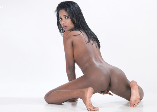 Resha - Watch4Beauty - Solo Nude Pics