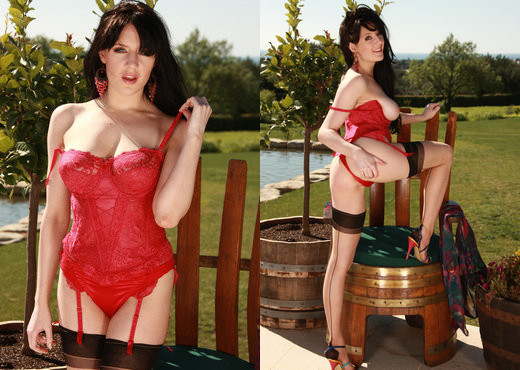 Samantha Bentley - Viv Thomas - Toys TGP