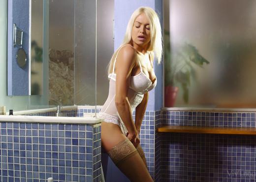 Alexa Tomas, Zoe Doll - Eligible - Viv Thomas - Lesbian Sexy Gallery