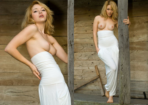 Alisa G - At The Cottage 1 - Erotic Beauty - Solo Nude Pics