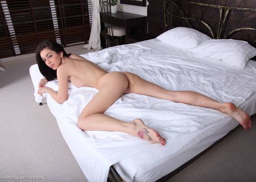 Karen - Mondo - Errotica Archives - Solo Sexy Photo Gallery