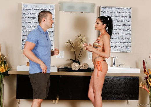 Ariana Marie, Codey Steele - Stepsister Massage - Hardcore HD Gallery