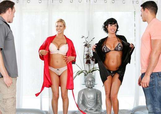 Veronica Avluv, Alexis Fawx - Hotel Room Mishap - MILF HD Gallery