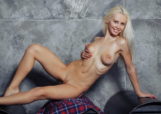 Elissa K - URBO - Eternal Desire - Solo Porn Gallery