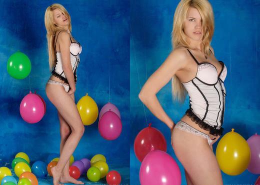 Delphine - Fraze - Sex Art - Solo Image Gallery