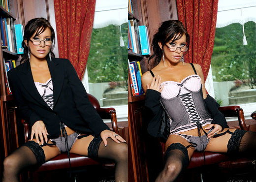Kobe - Sexy Secretary - Holly Randall - Solo HD Gallery