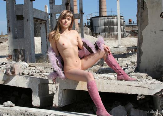Val - The Ruins 2 - Erotic Beauty - Solo TGP