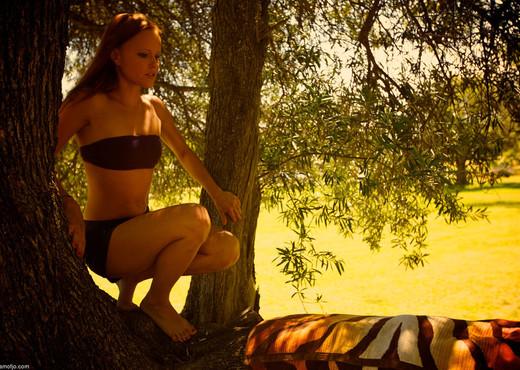 Jo - Chimes - Viv Thomas - Solo Nude Pics