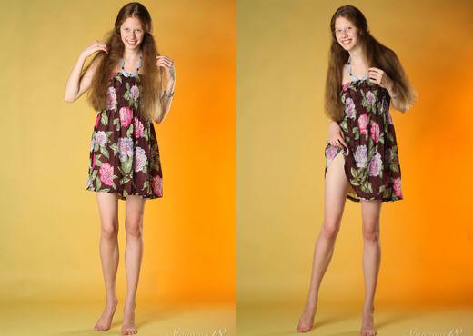 Nicole - Merry Girl - Stunning 18 - Teen Nude Pics