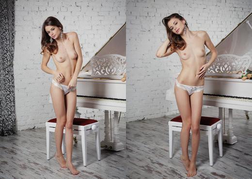 Loretta A - Menei - Sex Art - Solo Porn Gallery