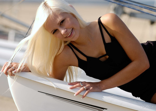 Dido - Sailing Away - Erotic Beauty - Solo Hot Gallery