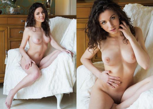 Sara H - DENTRO - Eternal Desire - Solo Nude Gallery