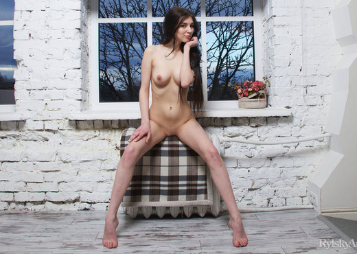 Quillian - Pencerie - Rylsky Art - Solo Sexy Photo Gallery