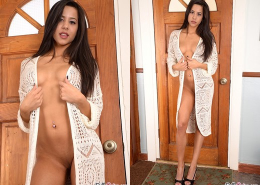 Bella welcomes you home naked - Solo Sexy Gallery