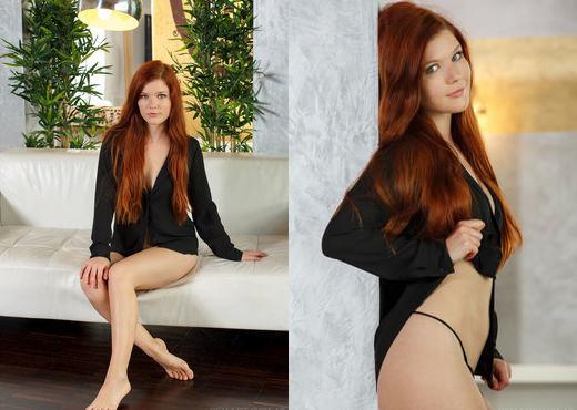 Mia Sollis - Qinarta - Sex Art - Solo Nude Gallery