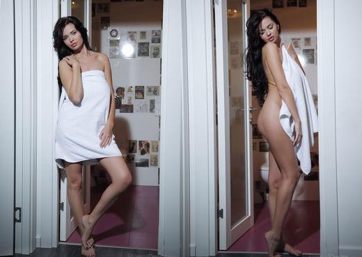 Sha Rizel - GLITTER - Eternal Desire - Solo Nude Pics