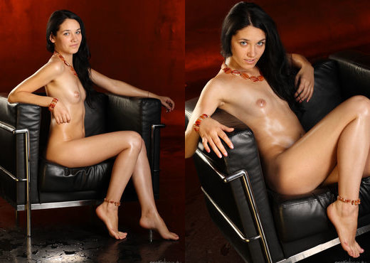 Olka - The Waiting Room - Erotic Beauty - Solo Nude Pics