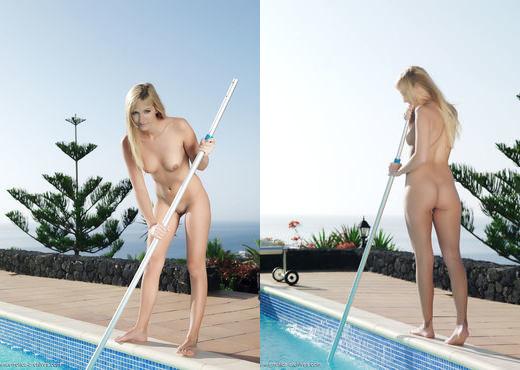 Estee - Detiza - Errotica Archives - Solo Nude Gallery