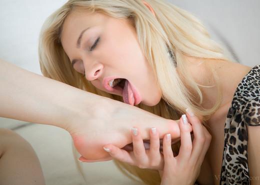 Stacy Snake, Tracy Lindsay - Chamber - Viv Thomas - Lesbian Porn Gallery