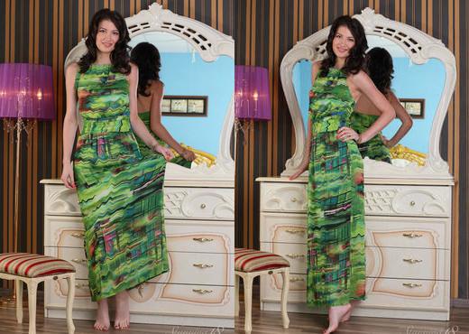 Ganna A - The Mirror - Stunning 18 - Teen Sexy Photo Gallery