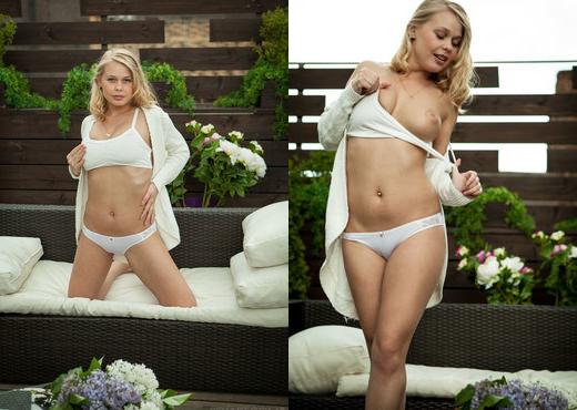 Sarika A - Naire - Sex Art - Solo Nude Pics