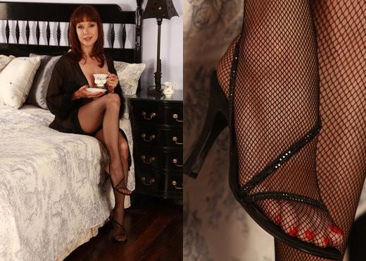 Cindy Read - Viv Thomas - Solo Nude Pics