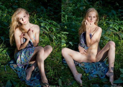 Daisy Gold - Metsas - Rylsky Art - Solo Nude Pics
