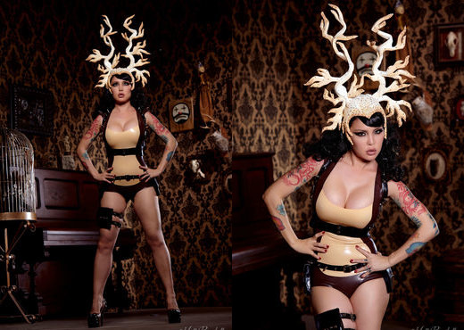 Masuimi Max - Artemis - Holly Randall - Solo Nude Pics