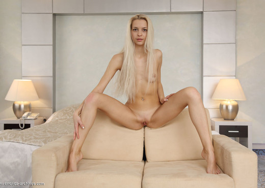 Leonie - Pulse - Errotica Archives - Solo Image Gallery