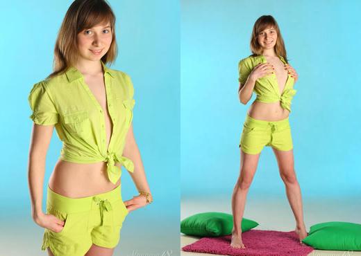 Jenny D - Manicure - Stunning 18 - Teen HD Gallery