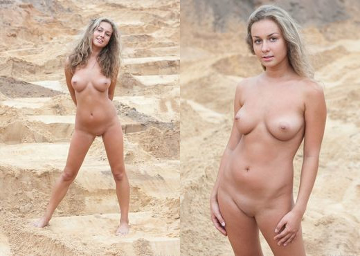 Chiara M - The Beach Lover - Erotic Beauty - Solo Picture Gallery