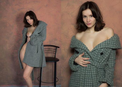 Presenting Varya - Erotic Beauty - Solo Nude Pics