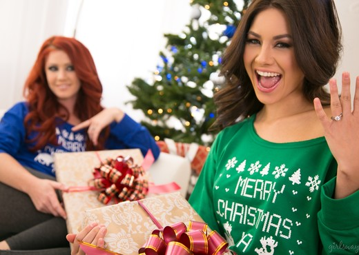 Elle Alexandra, Shyla Jennings - Christmas Spirit: Part Two - Lesbian TGP