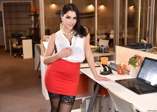 Valentina Nappi - Office Overtime - 21Sextury - Hardcore Sexy Gallery