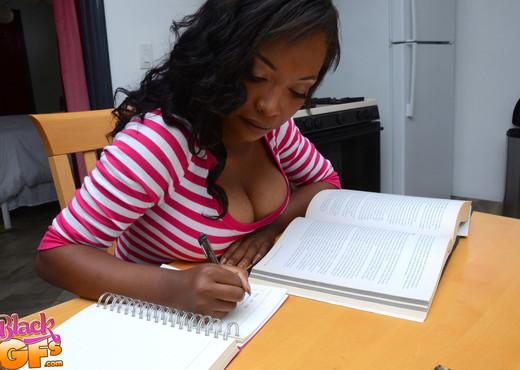 Daya Knight - Get Under The Table - Black GFs - Ebony Hot Gallery