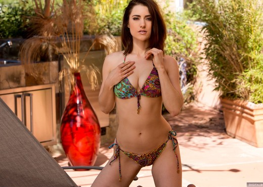 Tiffany Crystal Has A Psychedelic Bikini And Body - Solo TGP