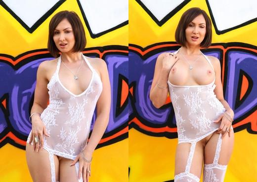 Yasmin Scott - Aussie Slut's Squirting Anal Prolapse! - Solo Sexy Photo Gallery