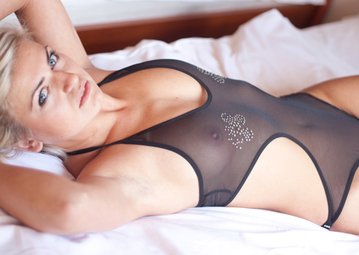 Paulina Jasna - We Doki - Solo Sexy Photo Gallery