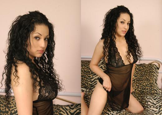 Vanessa - Insane Coeds - Teen Image Gallery