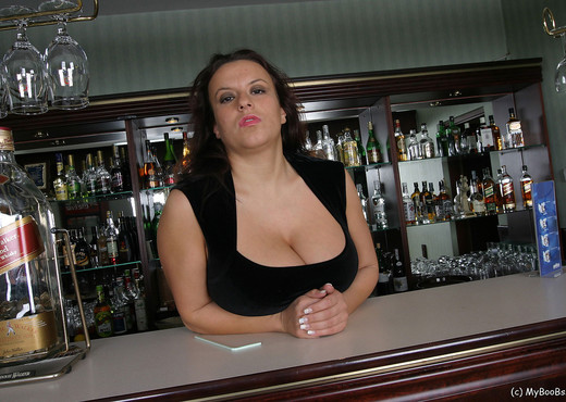 Aneta Bar - Aneta Buena - Boobs TGP