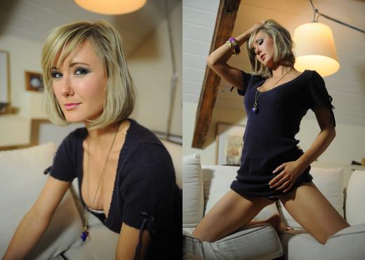 Chloe Browsing - BreathTakers - Solo Nude Gallery